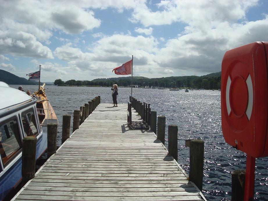 麗しの湖水地方 レトロな蒸気汽船クルージングはいかが?