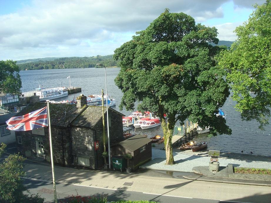 ウィンダミア湖を眺めながら朝食 爽やかな1日のスタート