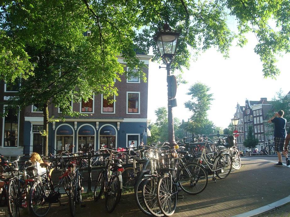 繁栄した17世紀の面影をのこす、アムステルダムの街並み