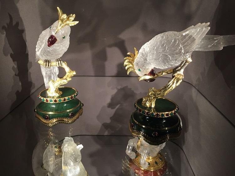 ルイ15世様式の優雅なアンティーク家具 美の神髄を慈しむ