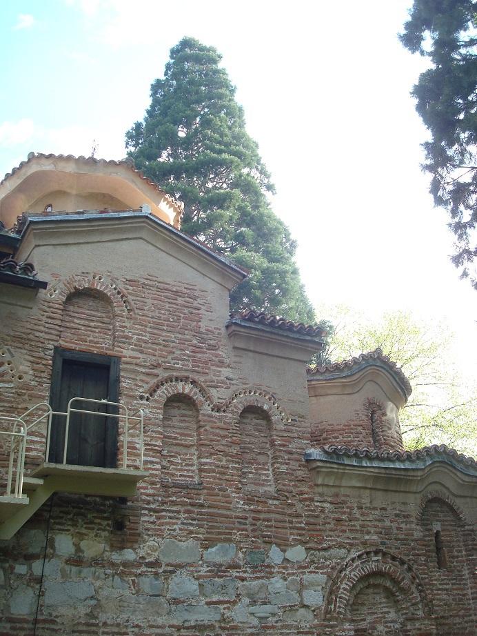 もう1つの世界遺産ボヤナ教会も道途中、ぜひ立ち寄ろう