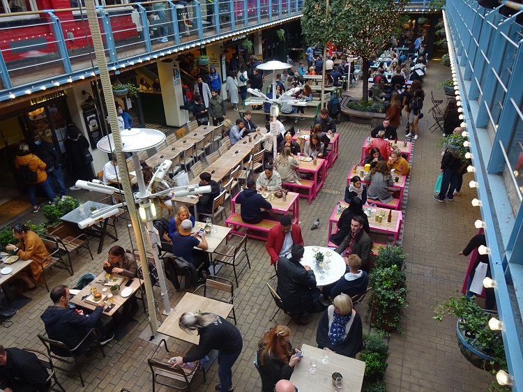 人気グルメが揃ったキングリーコート パブやカフェも一杯!