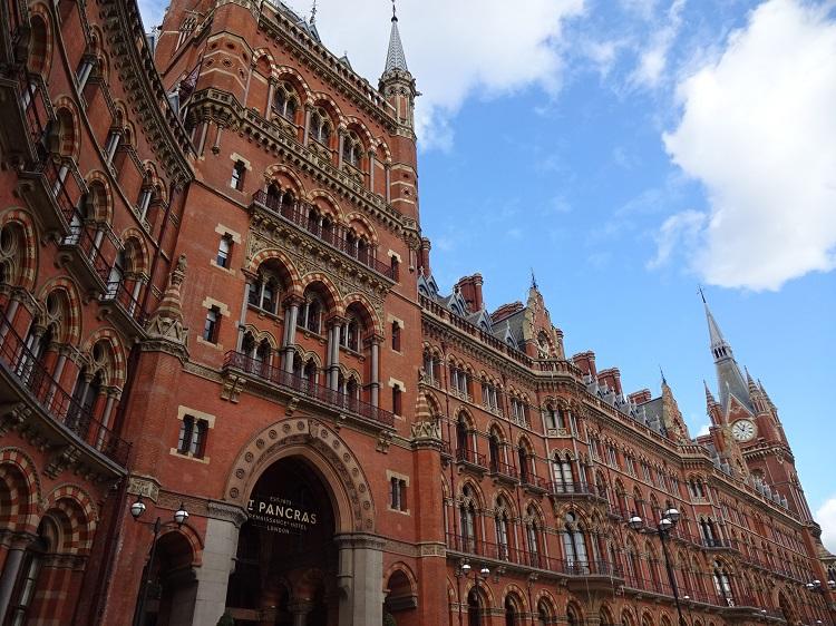 華麗なるホテル!ロンドン「セントパンクラス・ルネッサンス」で夢時間