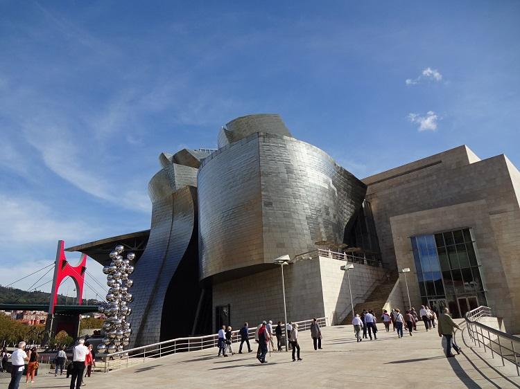 外観もコンセプトも現代アート!グッゲンハイム美術館
