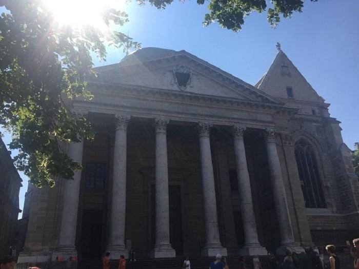 風趣ある旧市街 宗教改革の舞台サンピエール大聖堂は必見!