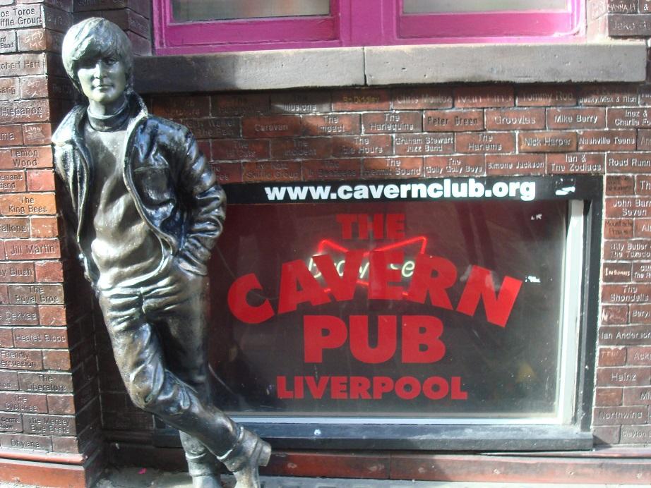 初期ビートルズが活躍したキャバーンクラブ、行きつけパブも