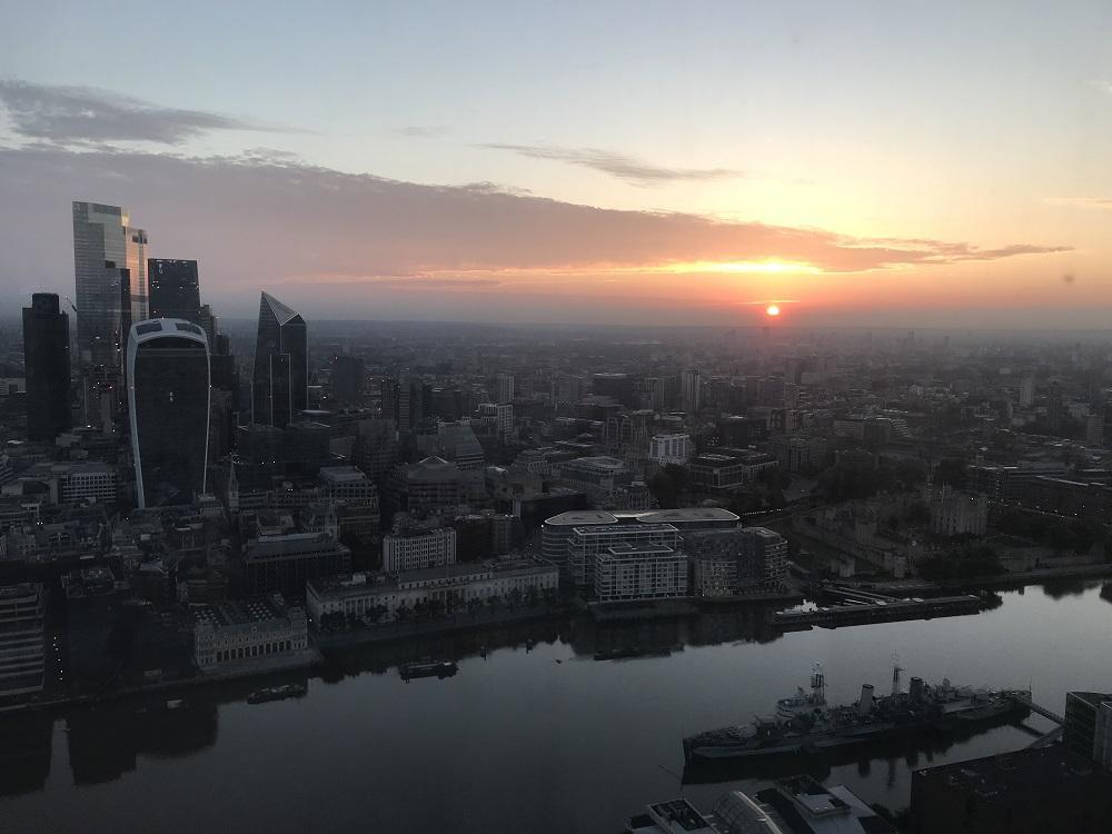 ロンドンらしい眺望とともに迎える朝も暮れなずむ夕空も