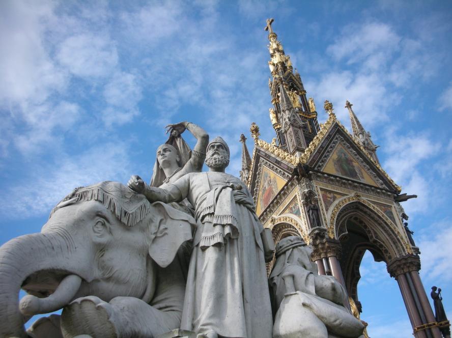 ヴィクトリア女王が最愛の夫に捧げた記念碑と文化芸術ホール