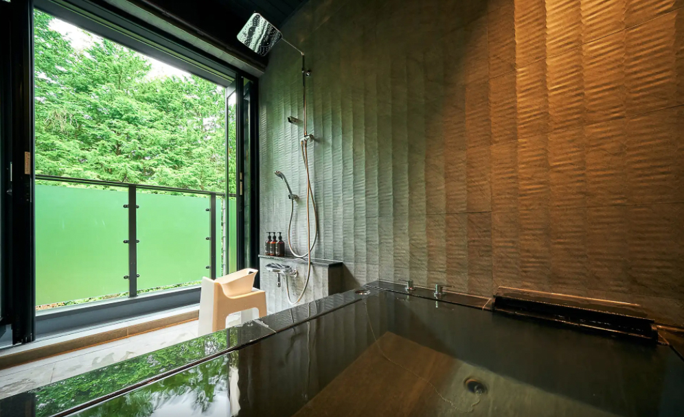 プライベート空間で楽しむ天然温泉や足湯