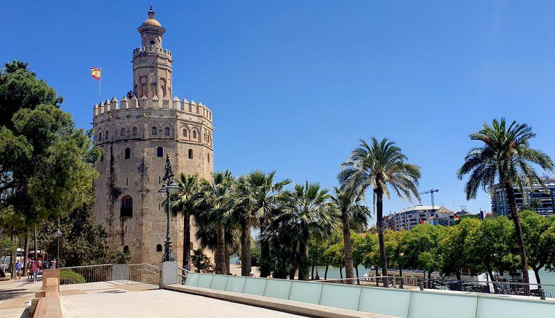 13世紀に建てられた黄金の塔