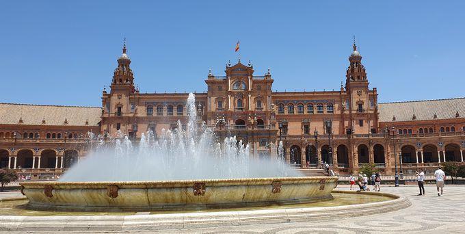 スペイン広場の回廊は直径170メートルもの大きさ!