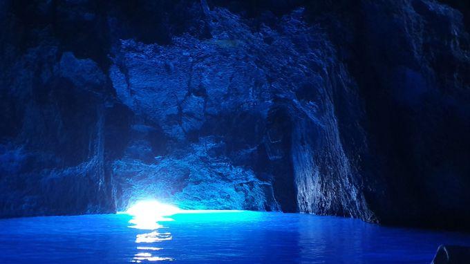 青の洞窟は感動的で言葉を失ってしまうほど