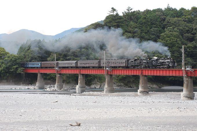 大井川に沿って…川根温泉笹間渡駅へ