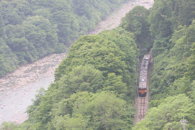 渓流に沿ってさらに山奥へ…