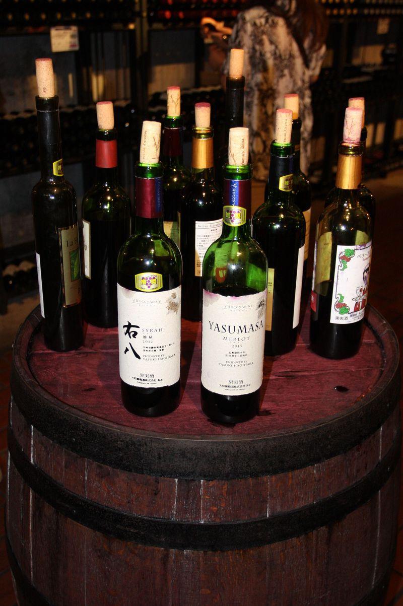 甲州ワインに舌鼓…地下ワイナリー