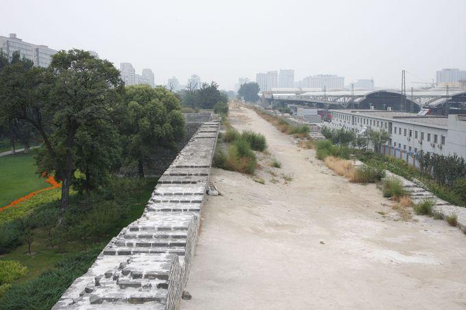 かつてそこにはレールがあった…城壁南側の公園も散策して!