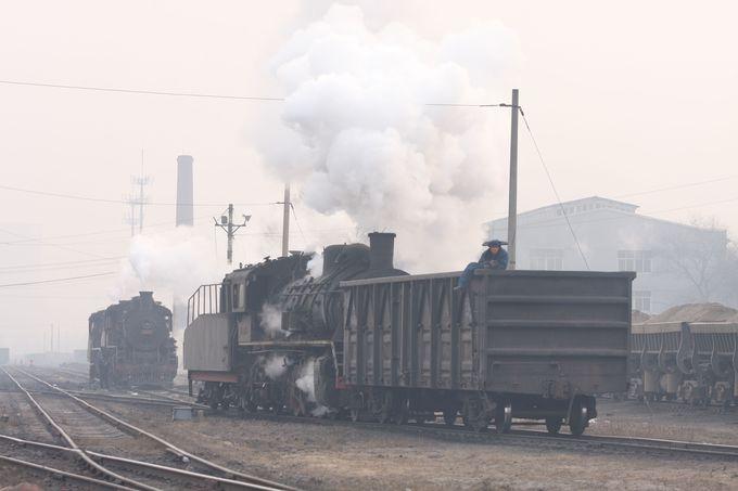 阜新到着…さっそく炭鉱鉄道の踏切へ!