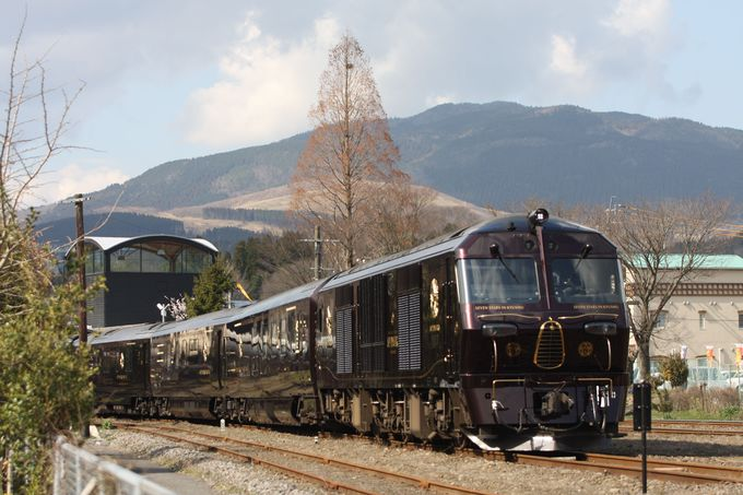 由布院駅で「ななつ星」は一休み…機関車・車両をじっくりと観察