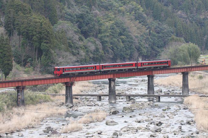 山間の小駅・豊後中川で途中下車…玖珠川の清流や沈下橋の風景を撮る