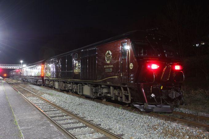 夜のとばりの庄内駅にて…漆黒の夜の風景を撮影