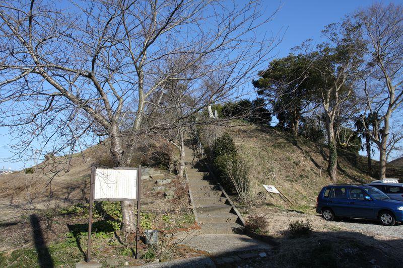 水郷駅から徒歩20分…国道沿いに前方後円墳が出現!