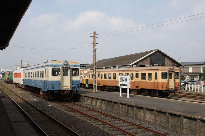 レトロな車両や猫がお出迎え〜港もすぐそこ!…那珂湊駅で途中下車