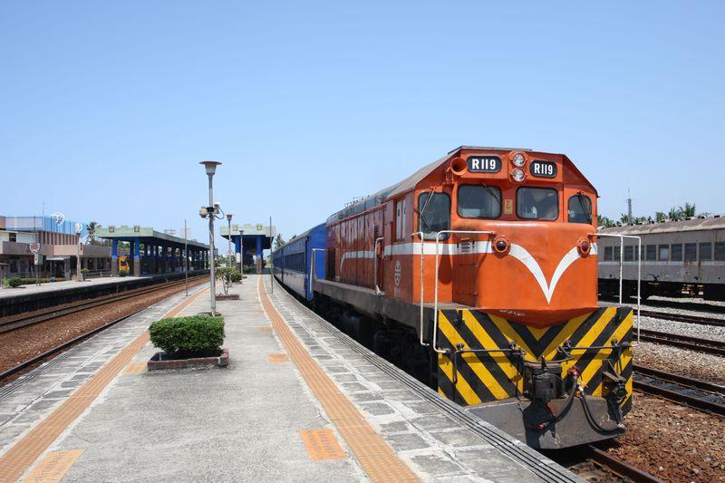 台湾南端、旧型客車で行く南国鈍行列車の旅〜台湾鉄路南廻線乗り撮り歩き