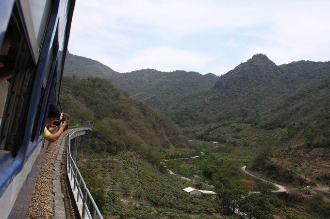 山岳地帯も力走!旧型客車の走りに注目
