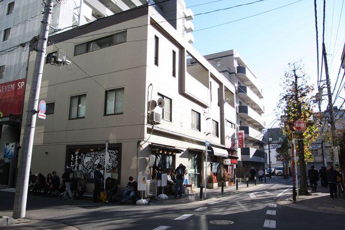 松戸駅東口を出たら徒歩10分〜途中「中華蕎麦とみ田」に立ち寄って…