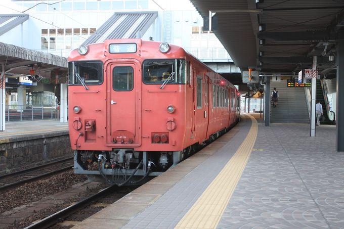 出発は新山口駅から〜ホーム上のモニュメントにも注目!