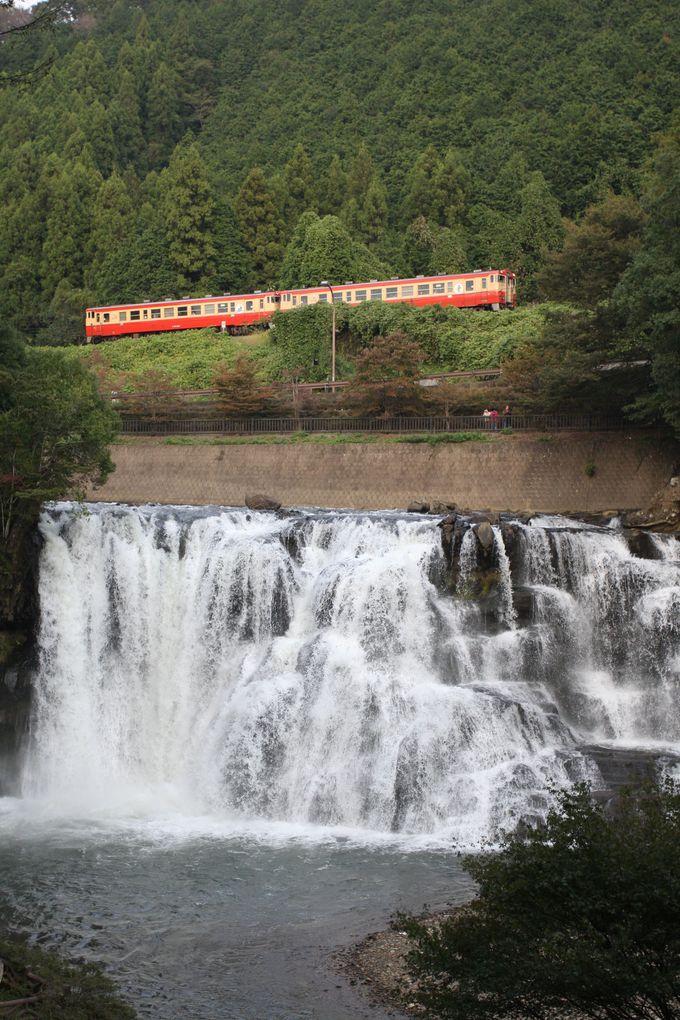 滝の上を電車が走る?…滝駅で途中下車してみよう