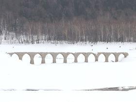 全容を現すのは5月!幻の橋・北海道上士幌町タウシュベツ橋の今