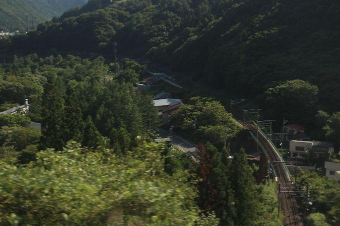帰りはループ線で山を下る…行きとは異なる風景が展開!