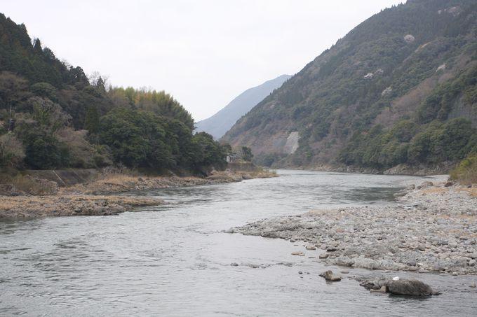 球磨川の流れに沿って〜鉄橋や木造駅舎にも注目