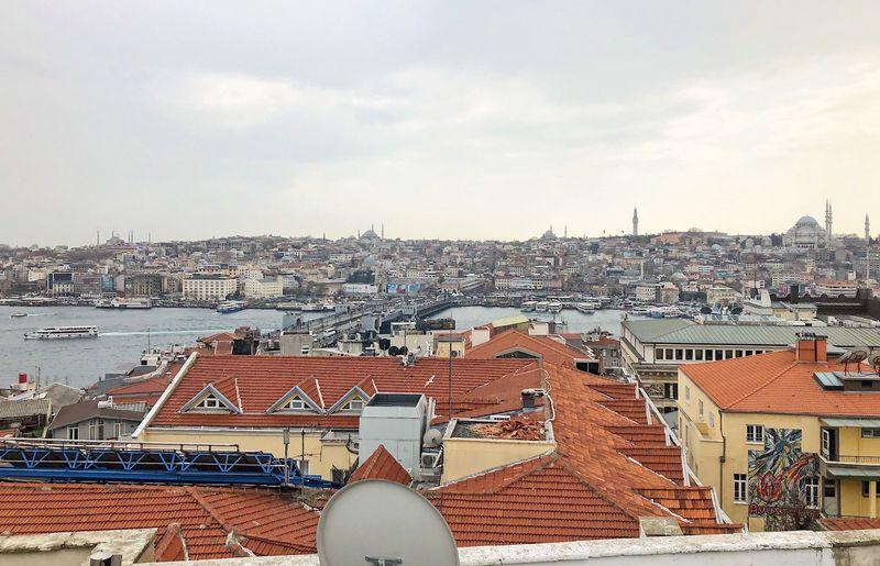 イスタンブール歴史地区を一望!邸宅を改装したカフェ「ガラタ・コナック」