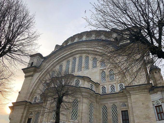 オスマンバロック様式の建築美を堪能