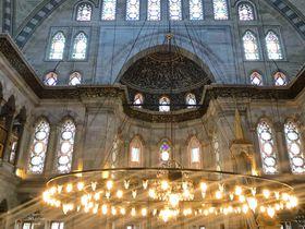 オスマンバロック様式の傑作!イスタンブール「ヌルオスマニエ・モスク」