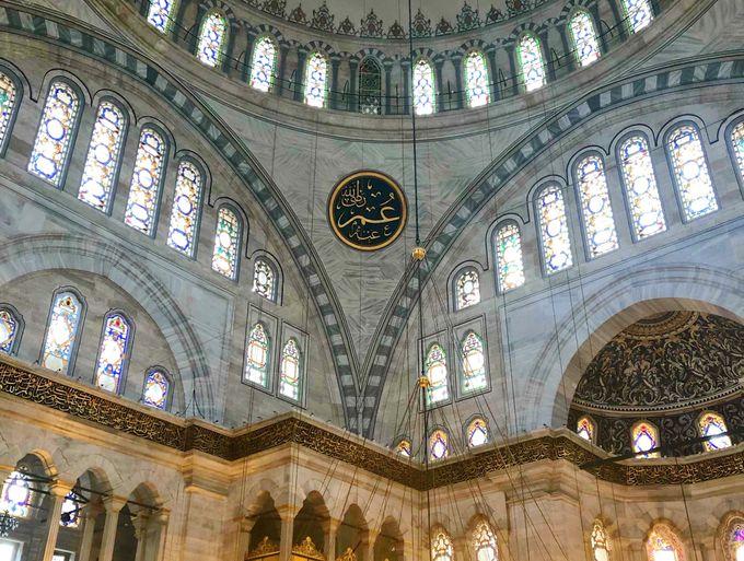 「オスマンの光」をモスク内で実感!