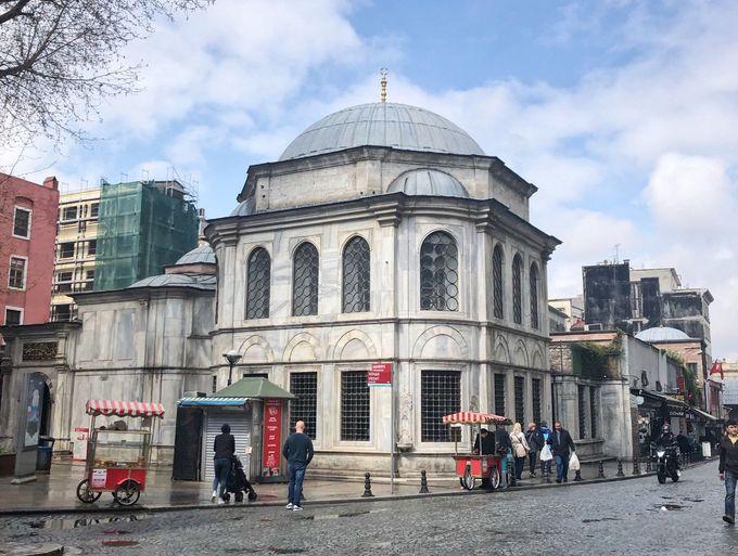 世界遺産に登録されている「イスタンブール旧市街」にある