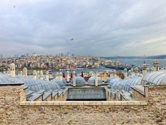 中庭から見えるイスタンブールの絶景にも注目!