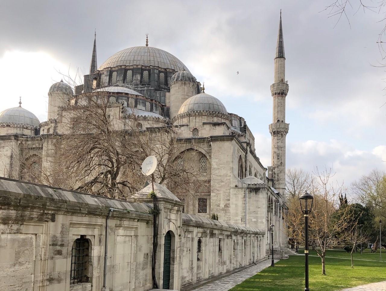 イスタンブール「シェフザーデ・ジャーミィ」スレイマン大帝の皇子に捧げるモスク