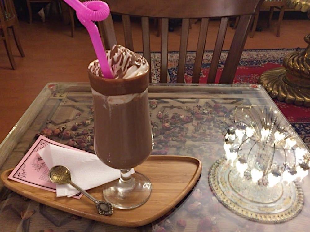 チョコレートの専門店「スレイマニエ・チコラタジュス」