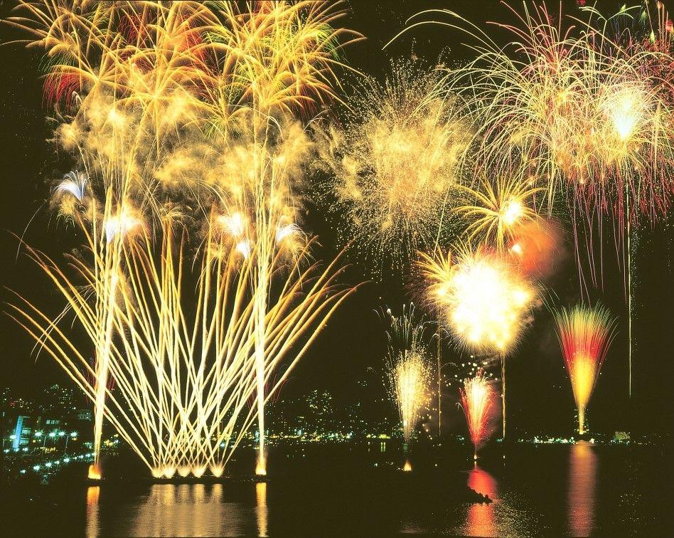 約1万発の花火が打ち上がる「按針祭海の花火大会」