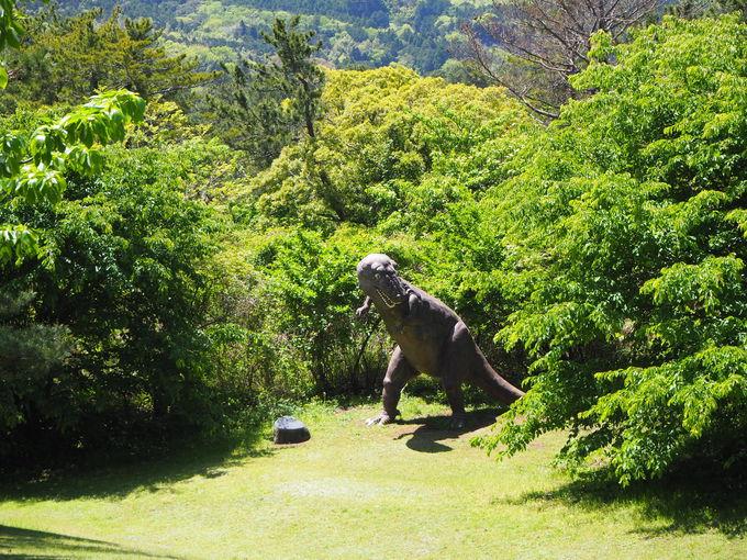 徒歩でも登れる!子どもたち大興奮の恐竜広場も