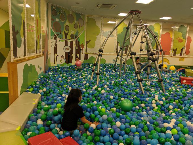 巨大ボールプール