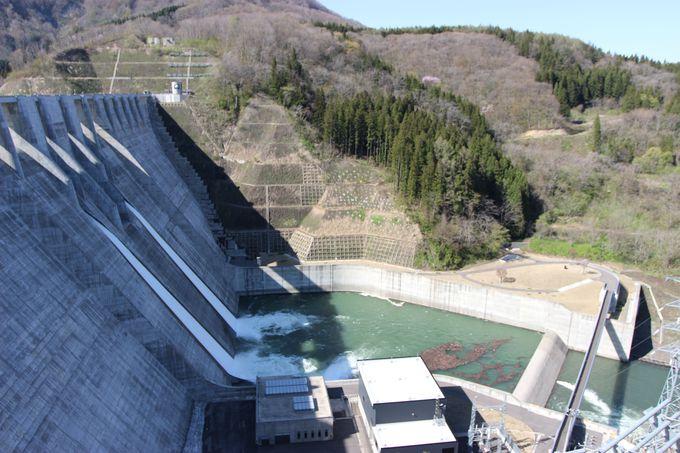必見スポット2:ダムより高い場所から、ダム全景を見る!