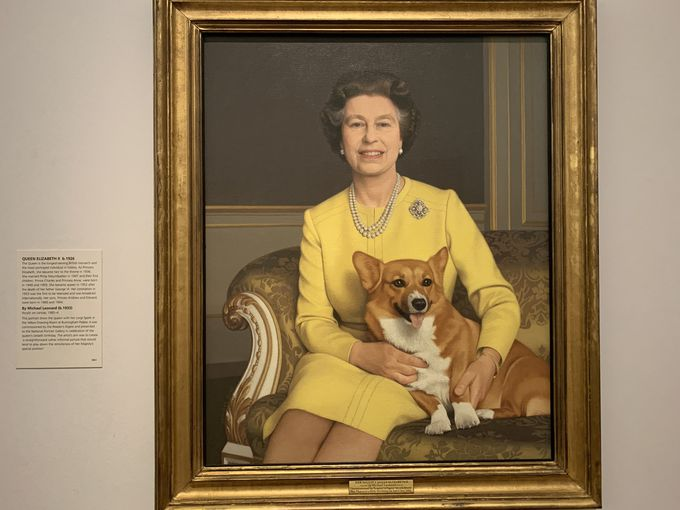 愛犬・コーギーとエリザベス女王