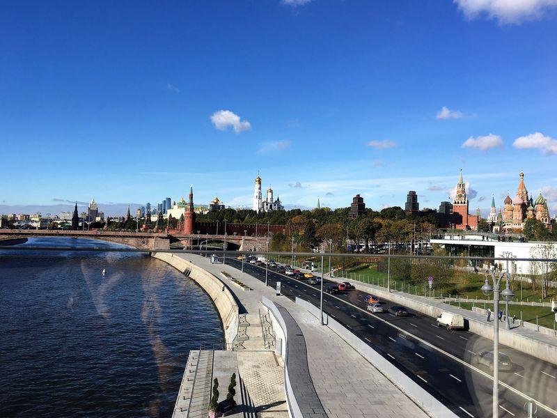 赤の広場からすぐ!「ザリャージエ公園」でモスクワの都市風景を満喫