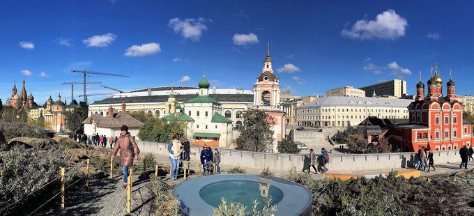 公園から見られる美しい正教会