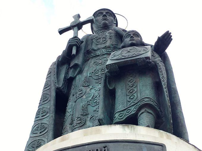 「聖オリガと息子イーゴリ像」へも足を延ばして